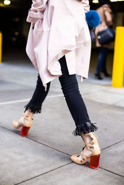 Fashionable Fringed Jeans Ideas For This Season