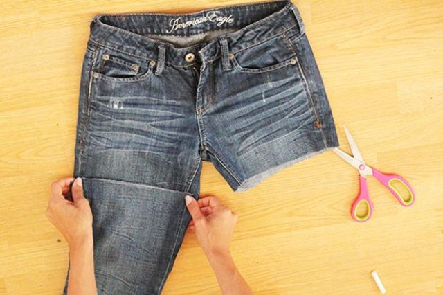 Picture Of Comfy DIY Distressed Jean Shorts For Summer 3