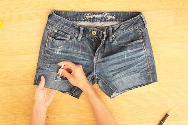 Comfy DIY Distressed Denim Shorts For Summer