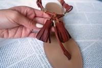 Easy-To-Make DIY Tassel Sandals For Summer 8