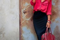 a bright work look with a pink shirt, a black pencil skirt, a red bag and black pearly shoes