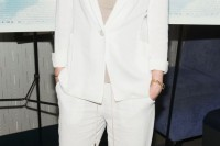 chic-neutral-work-outfits-to-recreate-right-now-10