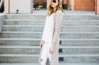 chic-neutral-work-outfits-to-recreate-right-now-21