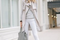 chic-neutral-work-outfits-to-recreate-right-now-31