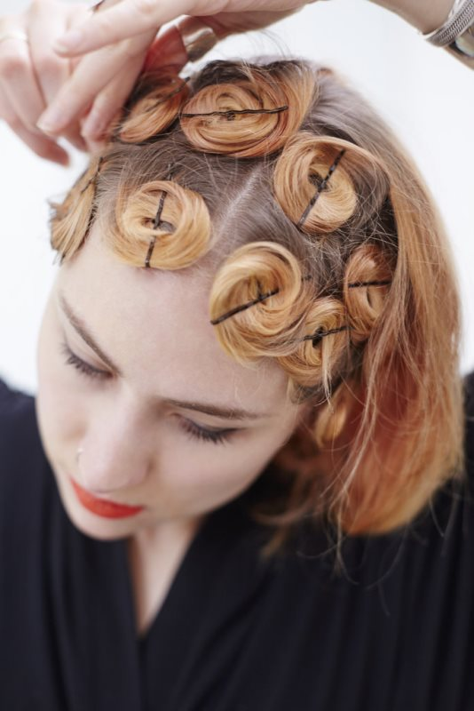 Easy And Cute DIY Pin Curls To Try