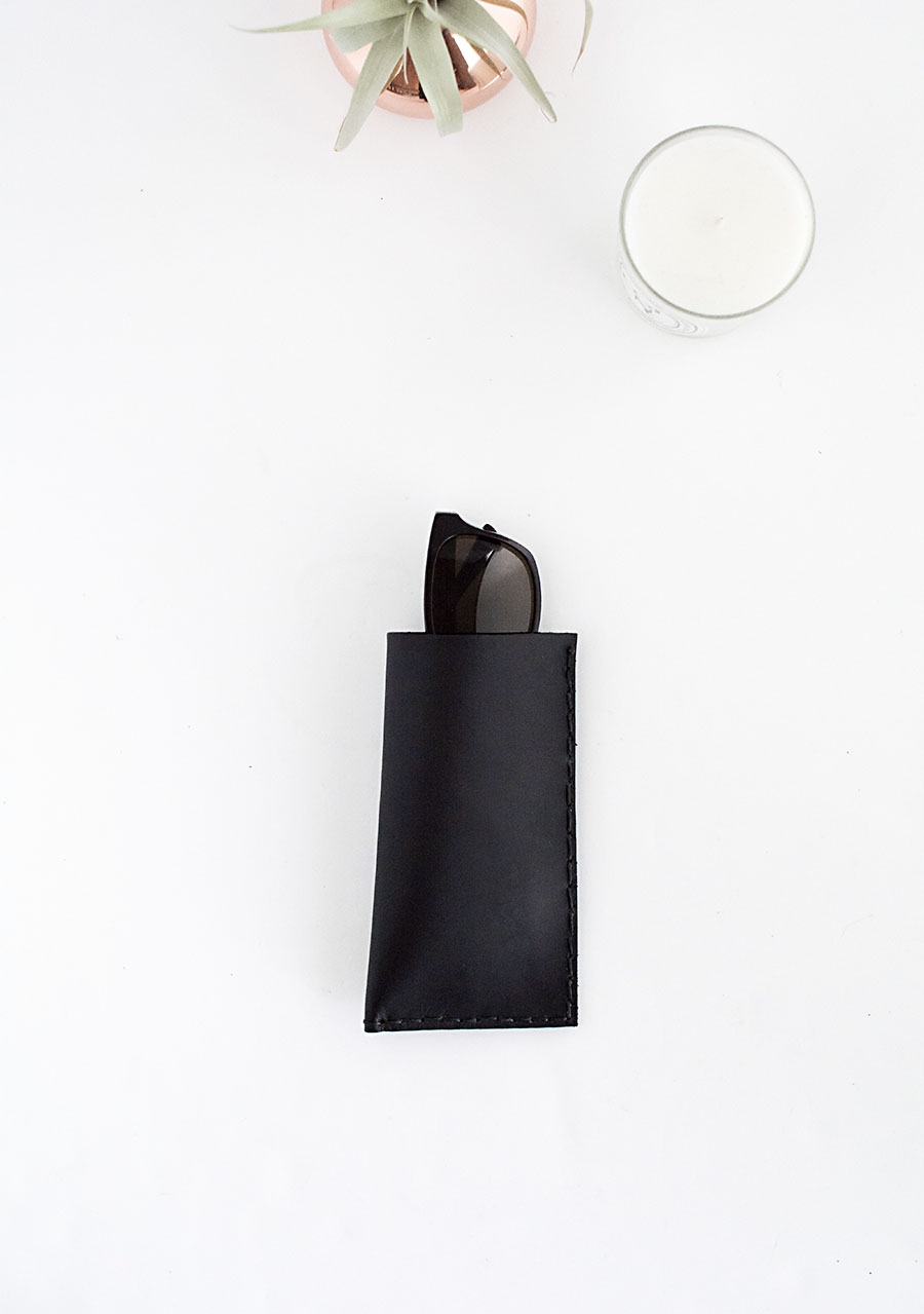 Picture Of minimalist diy leather sunglasses pouch  3