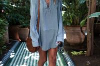 24 loose shirt dress and sandals
