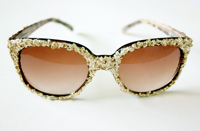 Eye-Catching DIY Glitter Sunglasses