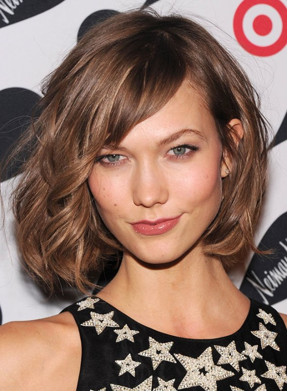Karlie Kloss's Textured Bob And The Side Fringe