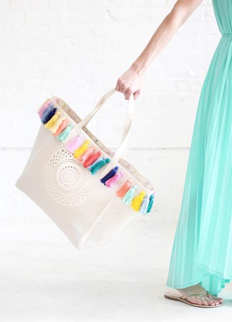 Picture Of Lovely DIY Pastel Tassel Beach Bag 2