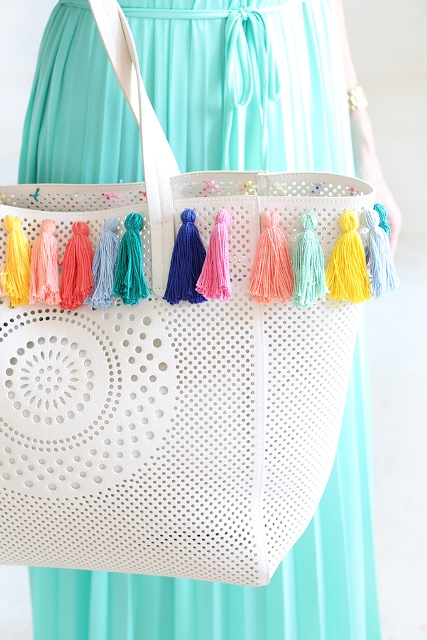 Picture Of Lovely DIY Pastel Tassel Beach Bag 3