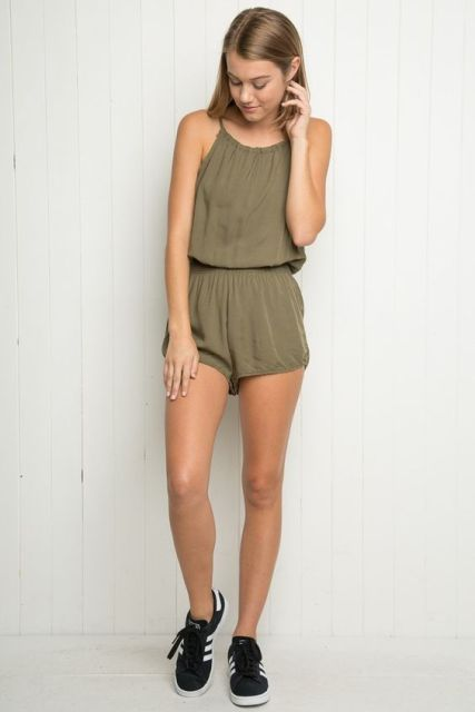 Sporty romper with sneakers