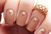 diydark-tan-nails-with-studs-that-are-work-appropriate-1