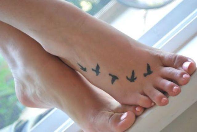 birds foot tattoo