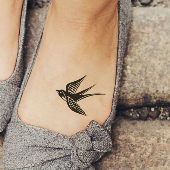 bd7a30c2a9aff 27 Small And Cute Foot Tattoo Ideas For Women - Styleoholic