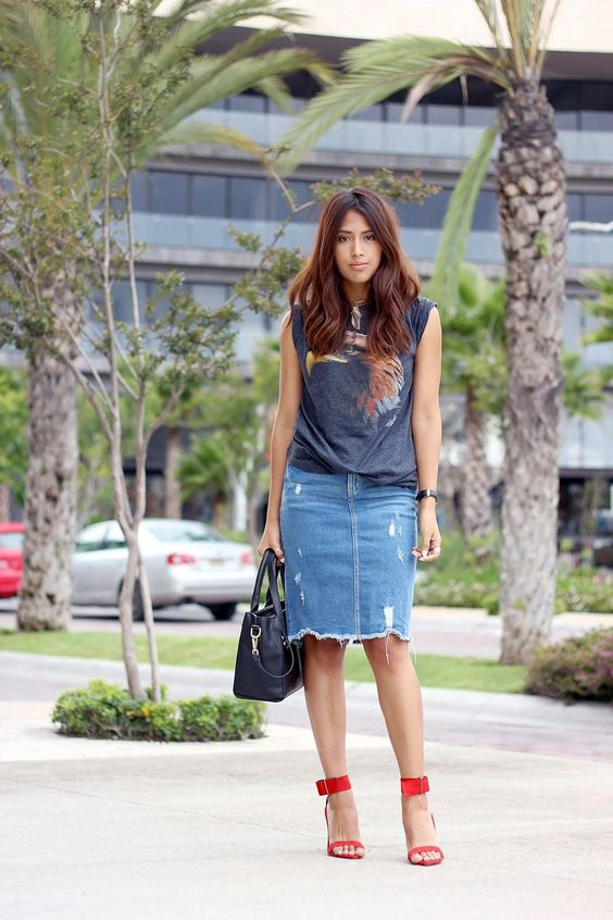 5128948b2a02 27 Trendy Summer Denim Skirt Outfits That Inspire - Styleoholic