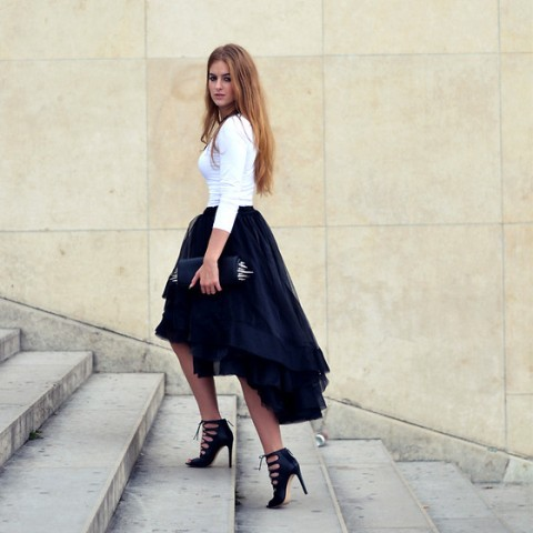 Black-and-white-look-with-high-low-skirt Outfits with Hi Low Skirts - 19 Ways to Wear Hi-Low Skirts