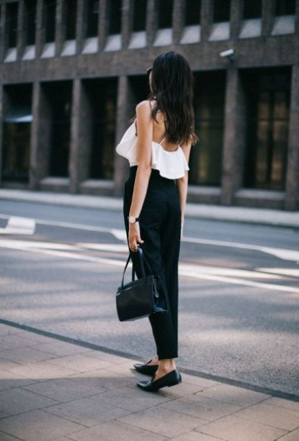 Black and white look with ruffle top and trousers. Perfect as work outfit.
