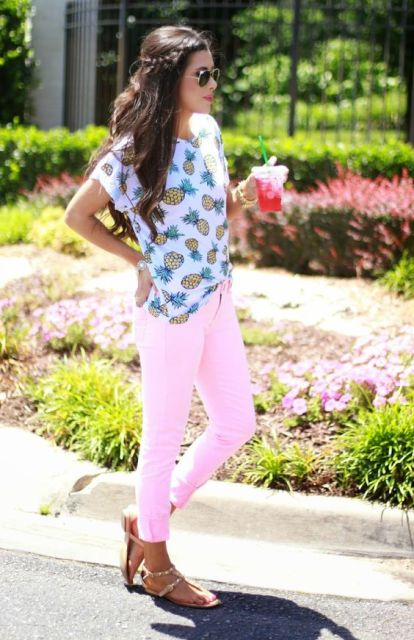 Casual look with pineapple print shirt and pastel color jeans