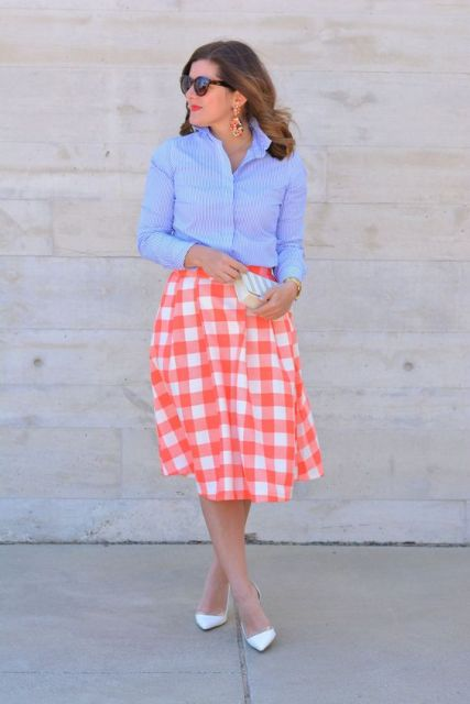 Eye-catching skirt with simple shirt