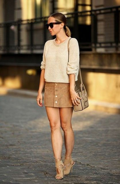 Look with loose sweatshirt and heels