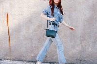 Look with cropped flared jeans and denim shirt
