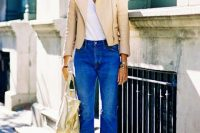 Look with cropped flared jeans and leather jacket