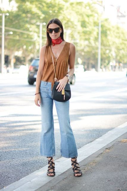Look with cropped flared jeans, lace up heels and v neckline top