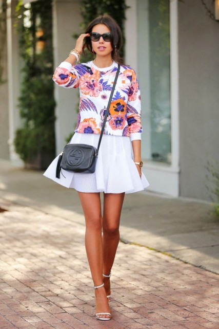 Look with floral sweatshirt, white skirt and heels