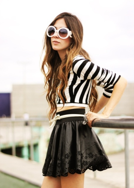 Look with leather skater skirt and printed shirt