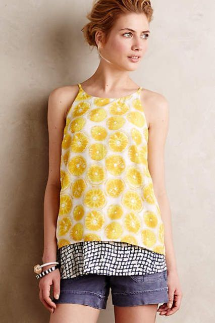 Look with lemon print top and denim shorts