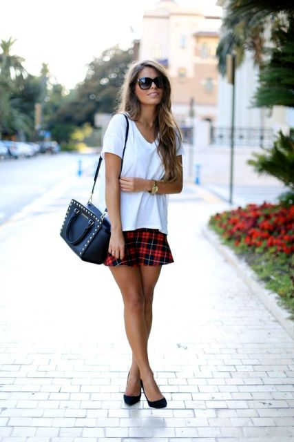 Look with loose t-shirt and checked mini skirt