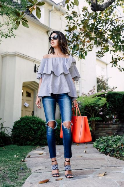 Look with ruffle top and distressed jeans