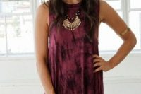 Look with tie dye dress and hat