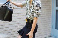Look with trumpet skirt and printed shirt
