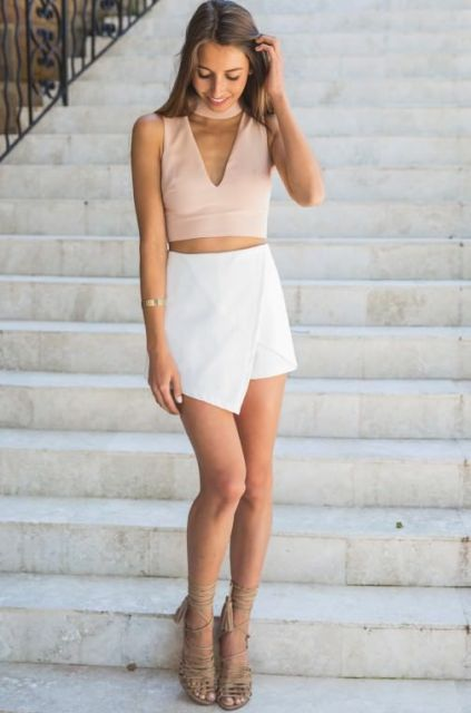 Look with white mini skirt and v neckline top