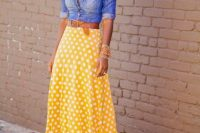Look with yellow midi polka dot skirt and denim shirt