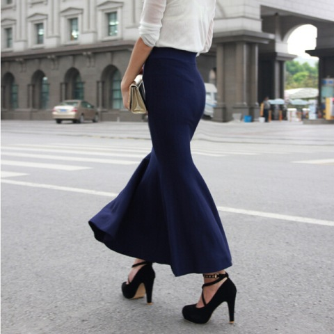 Maxi trumpet skirt look