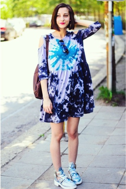 Sporty look with loose tie dye dress