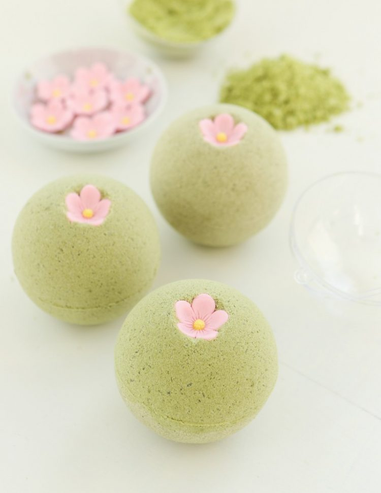 DIY sakura green tea bath bombs (via thirstyfortea)