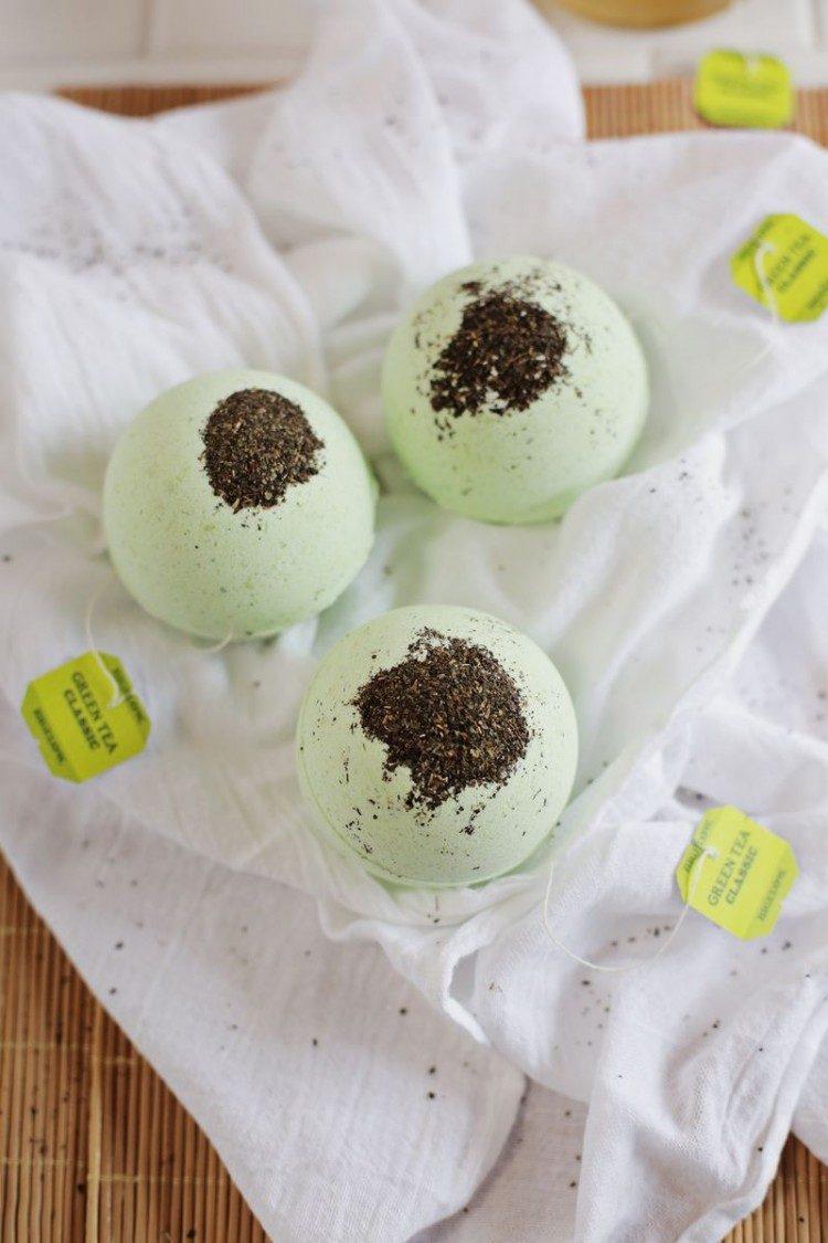 DIY green tea lemon bath bombs (via styleoholic)