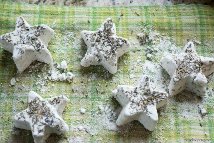 DIY dried lavender bath bombs (via michelevspring)