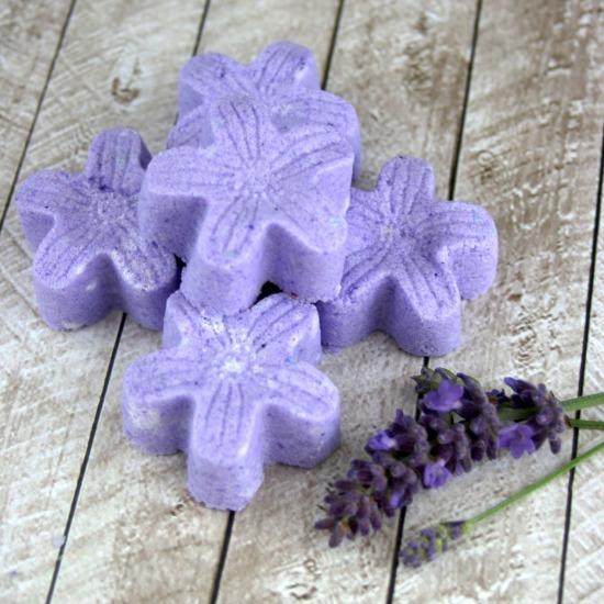 DIY lavender bath bomb fizzies (via someofthisandthat)