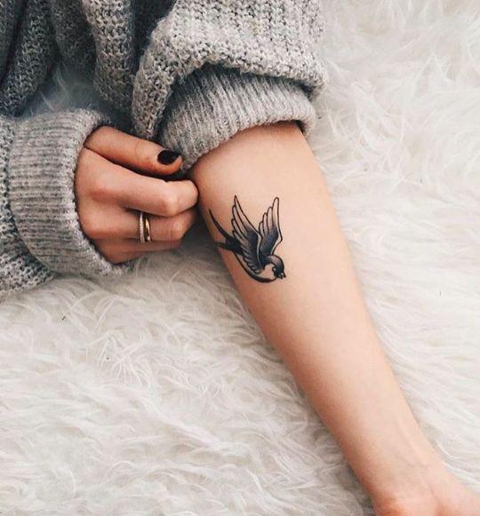 Татуировка у девушек на руках