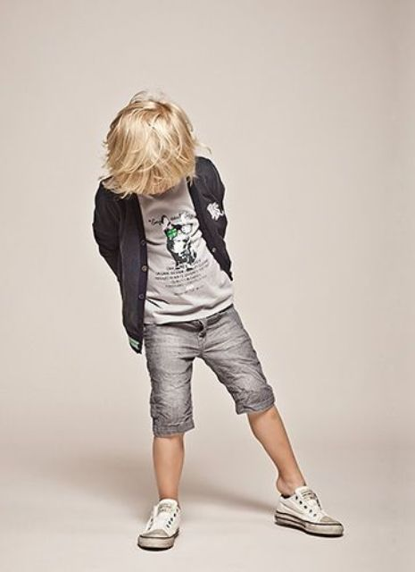 grey bermuda shorts, a grey tee and hoodie and white chucks