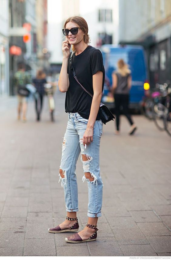07 distressed jeans, a blue tee, stud flats and a cross-body bag