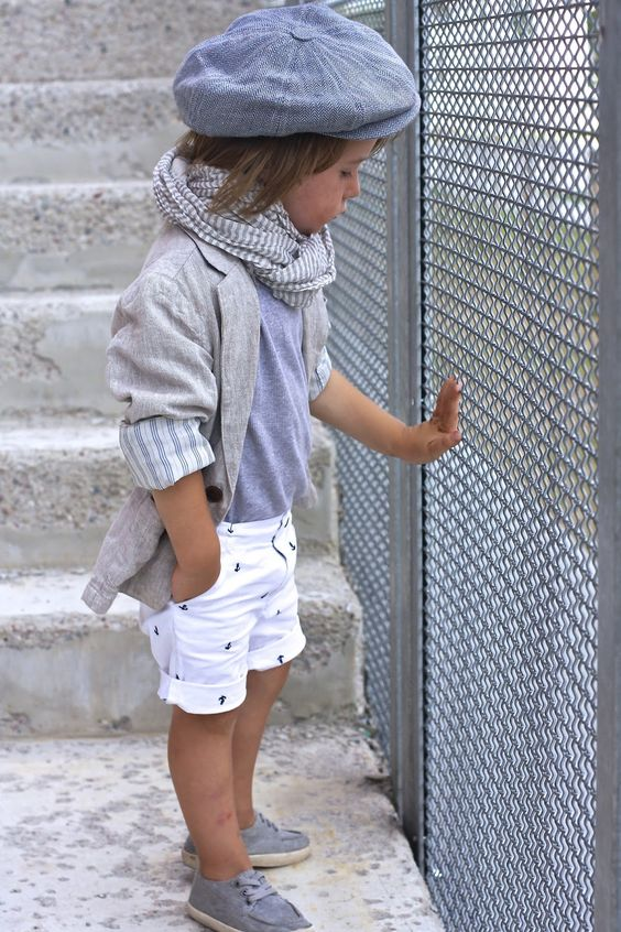 printed shorts, a grey t-shirt and jacket and grey sneakers
