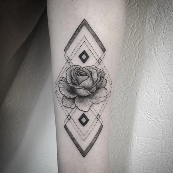 09 geometirc pattern and a rose on an arm