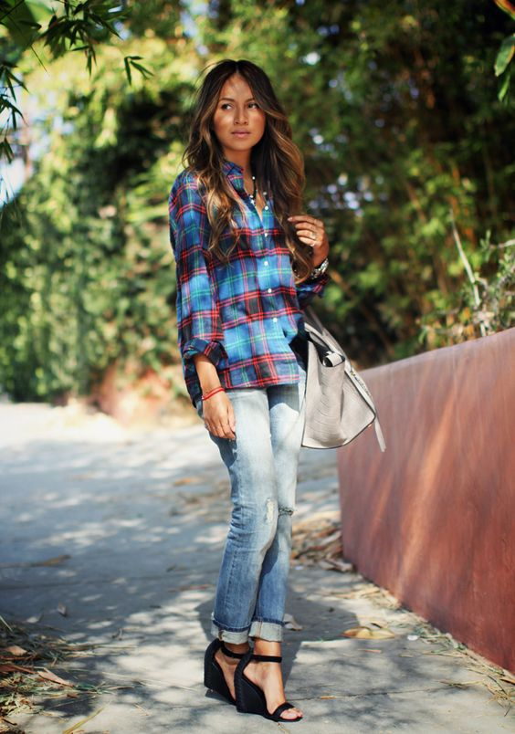 09 jeans, a checked shirt and black wedges