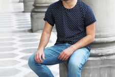 12 blue jeans, a printed tee and black sneakers